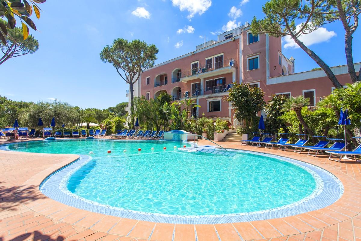 Hotel con piscina ischia centro for Hoteles sevilla con piscina