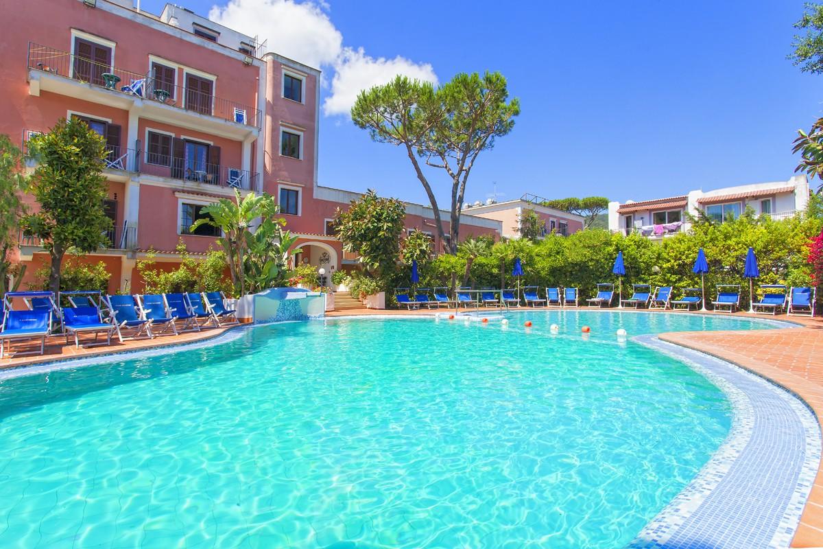 Hotel con piscina ischia centro for Piscine online com